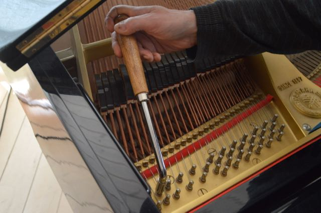 Klaverstemmer får dit klaver til at spille igen